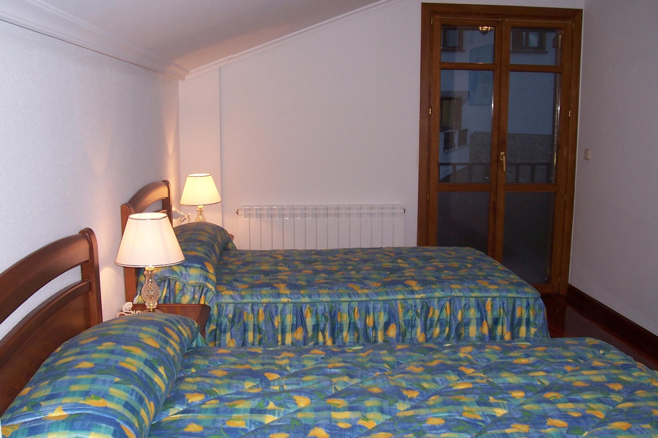 La casa casa rural angoiko etxea - Habitacion con dos camas ...